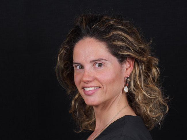 Maria Elena Serrano directora de la clínica dental Serrano Smile Center